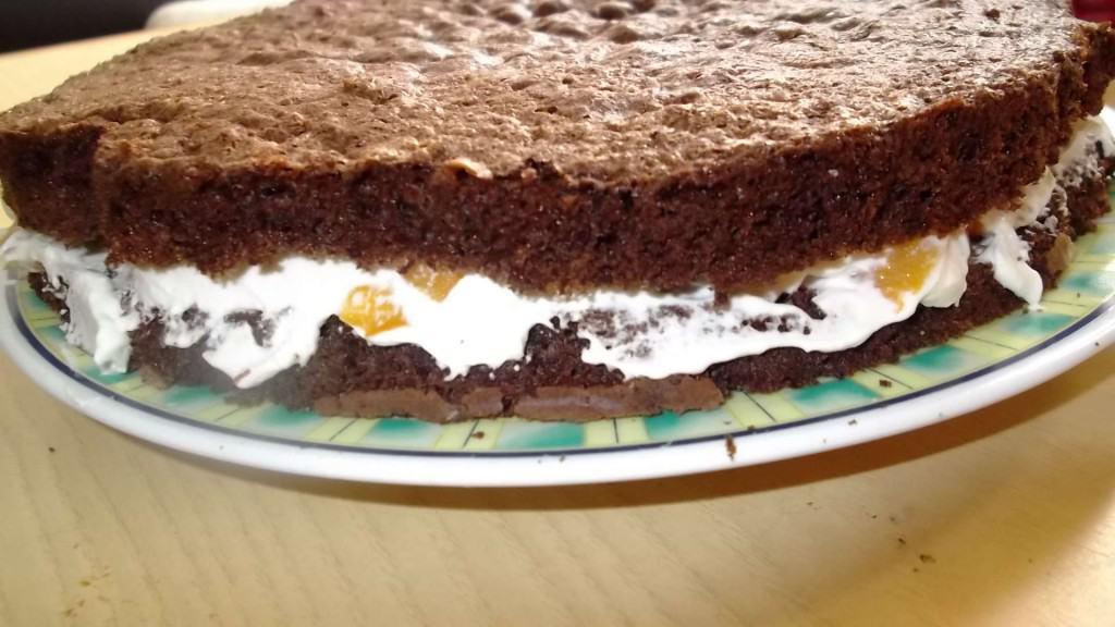 torta de durazno y chocolate y crema