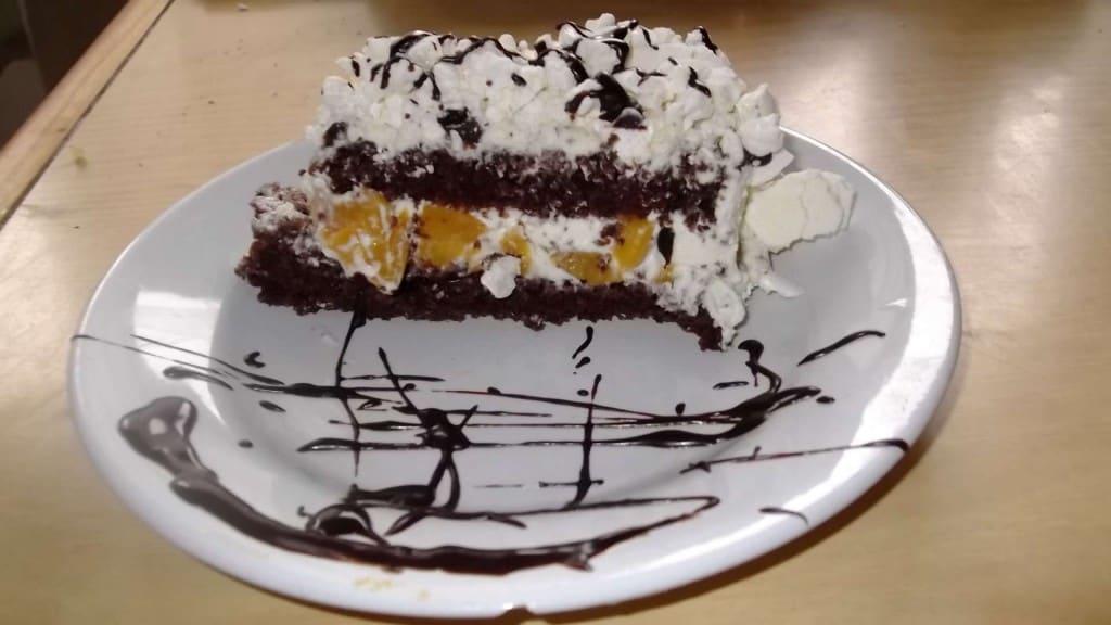 torta durazno y chocolate porción